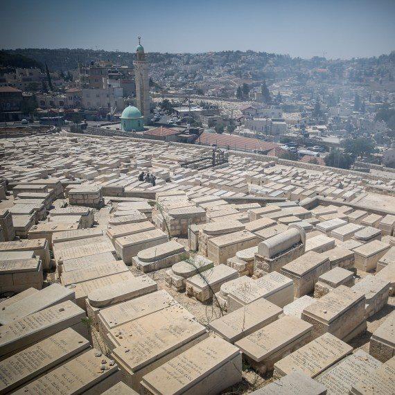 בית קברות בישראל