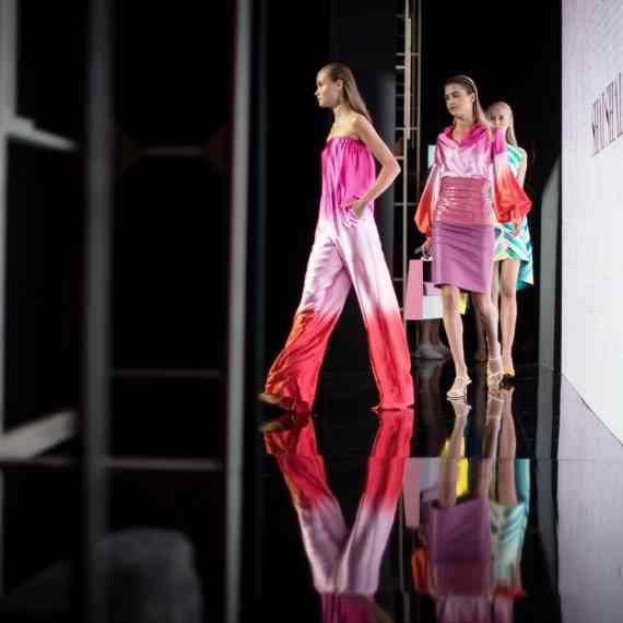 תצוגת אופנה (למצולמים אין קשר לכתבה)