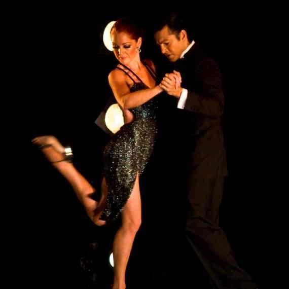 זוג רוקד טנגו