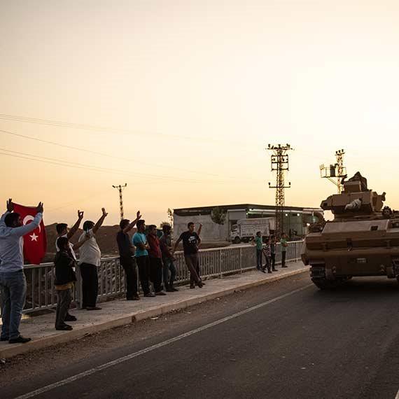 כוחות צבא בדרך לגבול