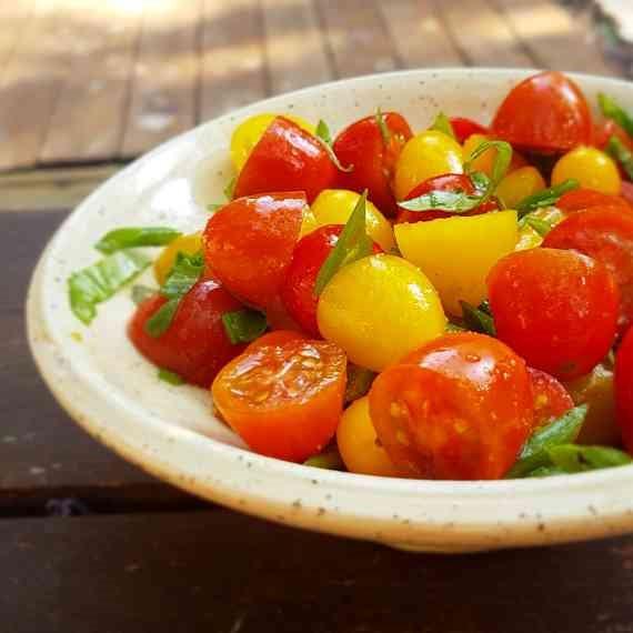 סלט עגבניות מתוצרת הארץ