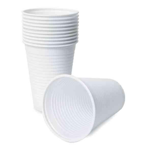 """""""יום אחד המנהל קם בבוקר והחליט שאין יותר כוסות פלסטיק"""""""