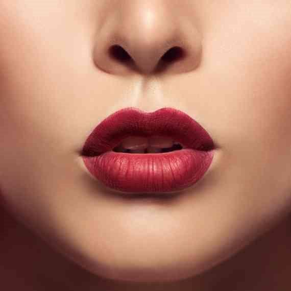 """""""שפתיים ענקיות הופכות להיות המראה הרגיל"""""""