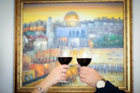 אז תרים כוס יין