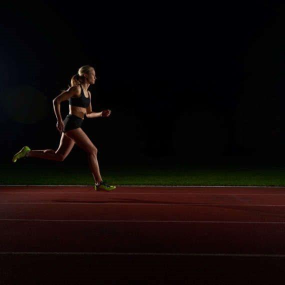רצת מרתון - למצולמת אין קשר לאצנית החרדית ביטי דויטש