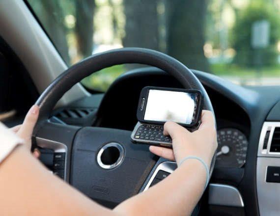 נוהגים ומסמסים