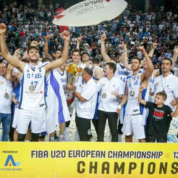 נבחרת העתודה חוגגת את אליפות אירופה