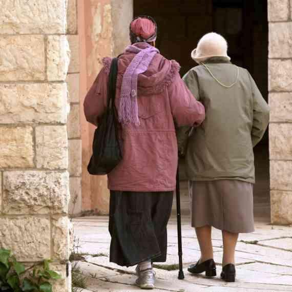 בדידותם של הקשישים