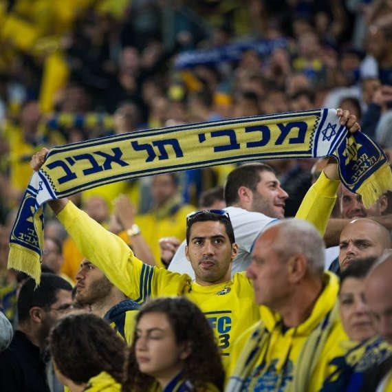 אוהדי מכבי תל אביב מחכים לניצחון