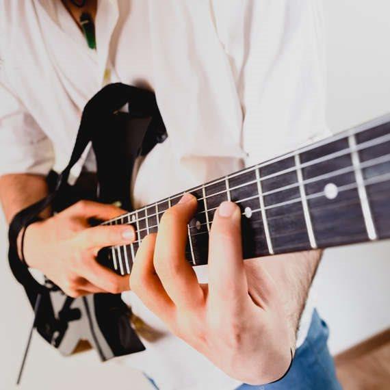 כיצד השירים קשורים להיום?
