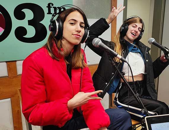 האחיות כרקוקלי באולפן, הבוקר