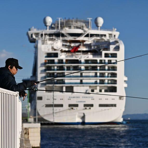נוסעי ספינת הקורונה בדרך לפינוי. ספינת ה-'Diamond Princess'