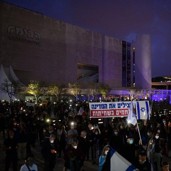הפגנת הדגלים השחורים בימי הקורונה, כיכר הבימה