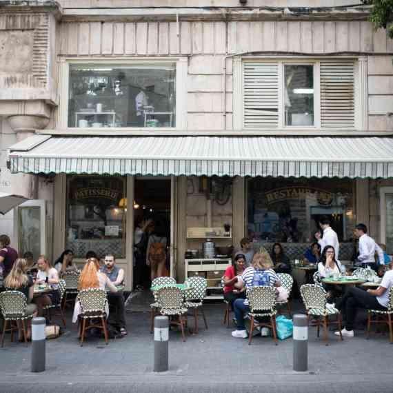 בית קפה (ארכיון - למצולמים אין קשר לכתבה)