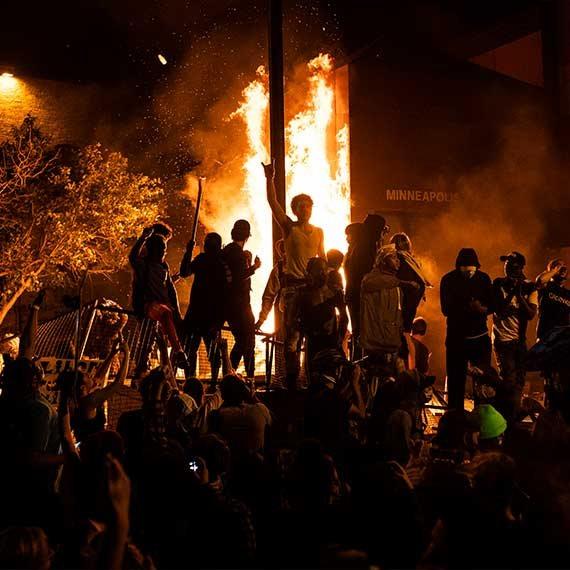"""מפגינים במהומות בארה""""ב"""