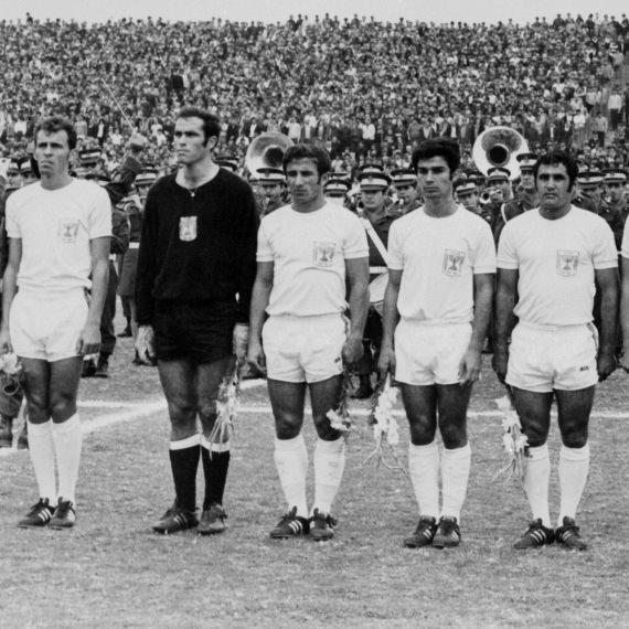 נבחרת ישראל בכדורגל, מוטל'ה שפיגלר (משמאל)