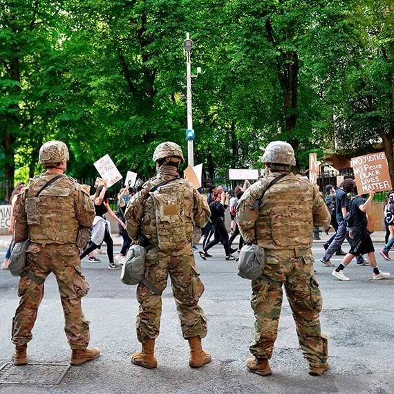 """צבא ארה""""ב מאבטח הפגנה בבוסטון, אתמול"""