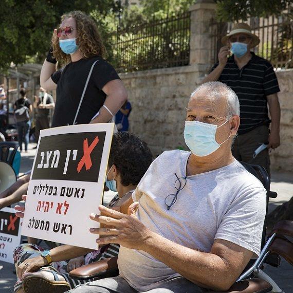 מאהל המחאה מול מעון ראש הממשלה (המצולם אינו המרואיין)