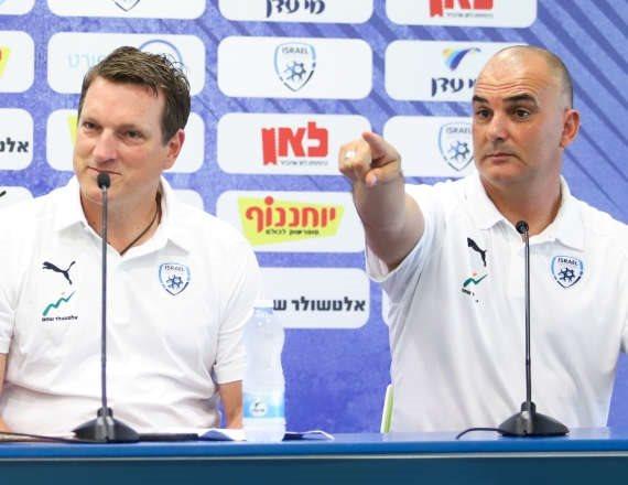 אלון חזן ומאמן הנבחרת לשעבר אנדי הרצוג