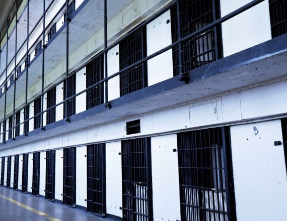 מה שקורה בבית הכלא