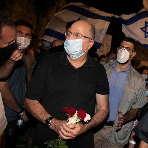 יעלון בהפגנה בבלפור, החודש