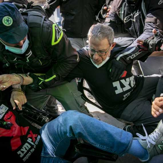 """ראש השב""""כ לשעבר כרמי גילון בהפגנות המחאה"""
