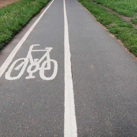 עדיין על האופניים