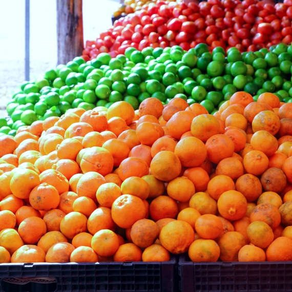 רק תוצרת הארץ. פירות