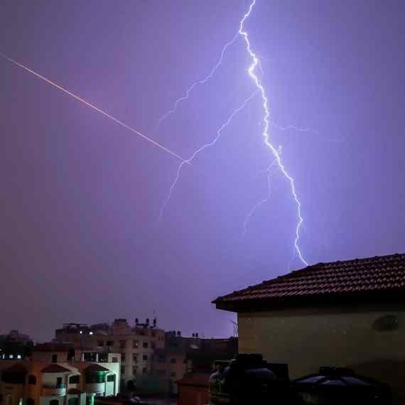 סופות ברקים בשמי רצועת עזה, הלילה