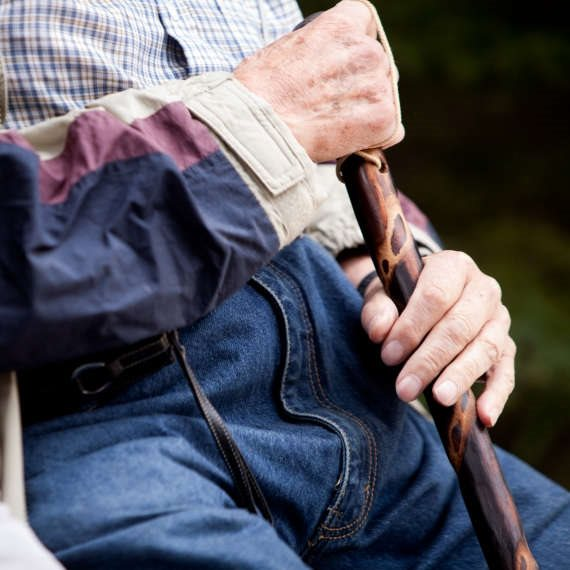 מסייעים לקשישים, בייחוד בקורונה