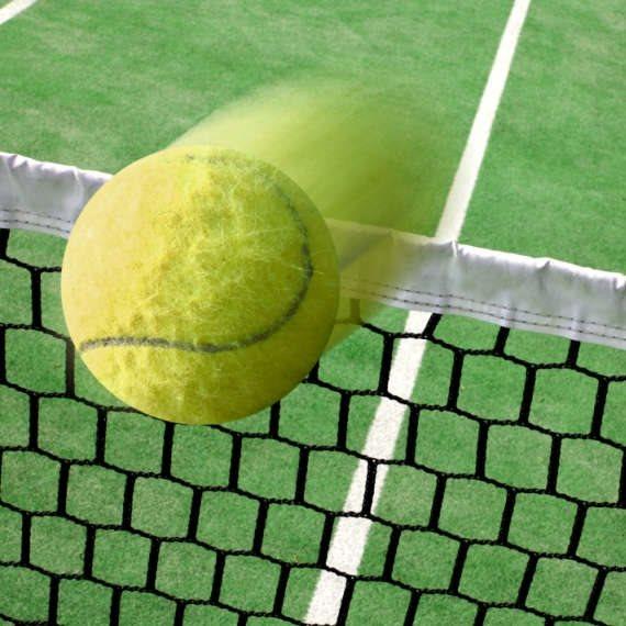על מגרש הטניס באוסטרליה
