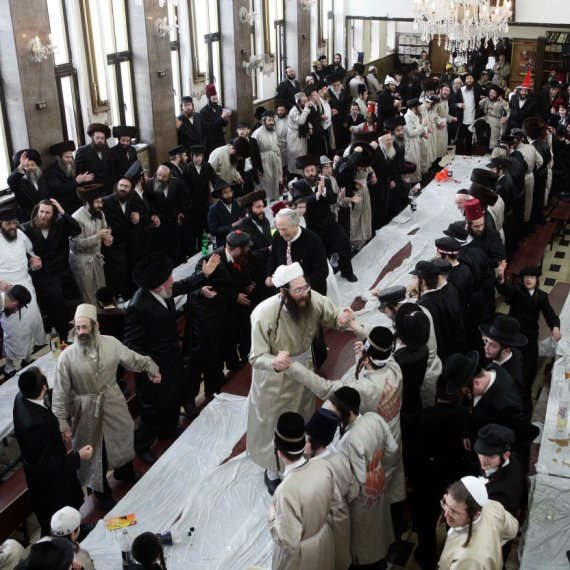 חוגגים פורים בבית הכנסת