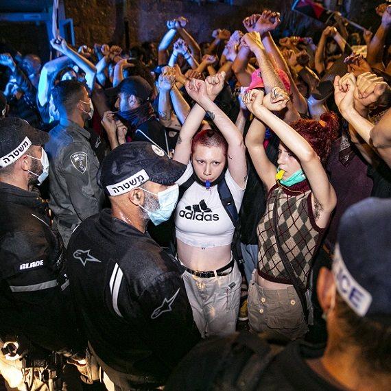 """הפגנת מחאה מול מעון רה""""מ"""