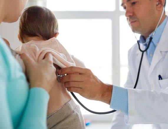 """אב מודאג: """"בתי בת ה-3 צריכה לעבור ניתוח"""""""