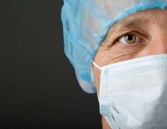 עומדים לצידם של הרופאים
