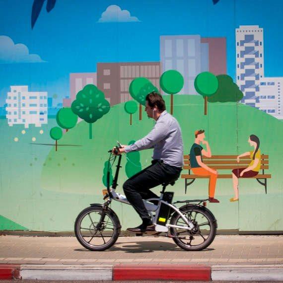 מפחדים על האופניים החשמליים