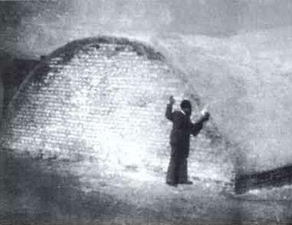 גלעד על קבר האחים קורבנות הפרהוד
