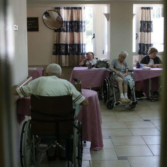 מי יטפל בקשישים הסיעודיים?