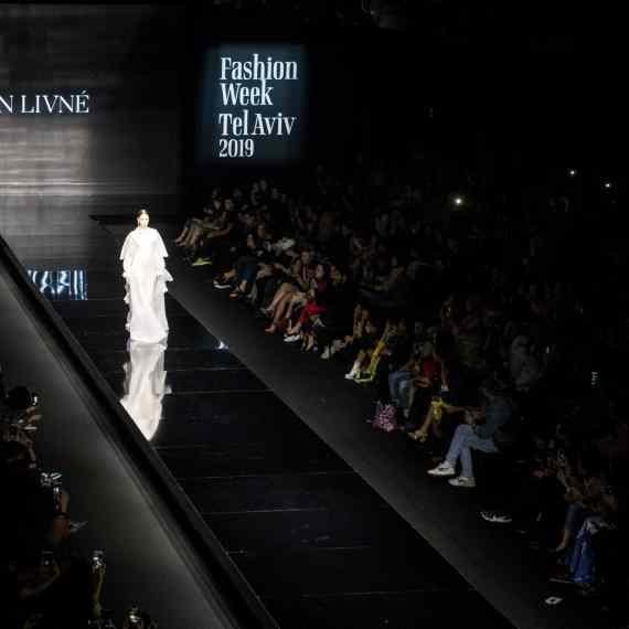 תצוגת אופנה, למצולם אין קשר לנאמר