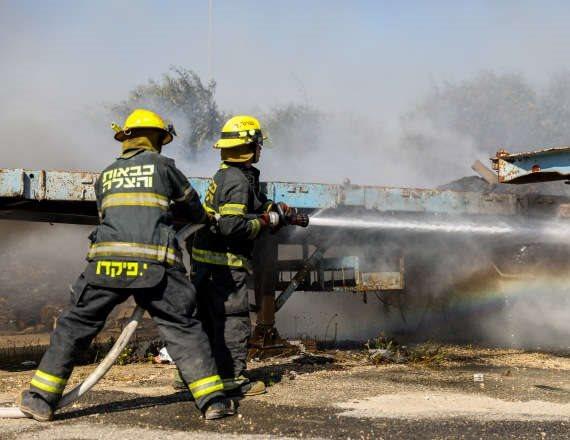 """טפסר חזי לוי: """"נכון לעכשיו, עצרנו את השרפה"""""""