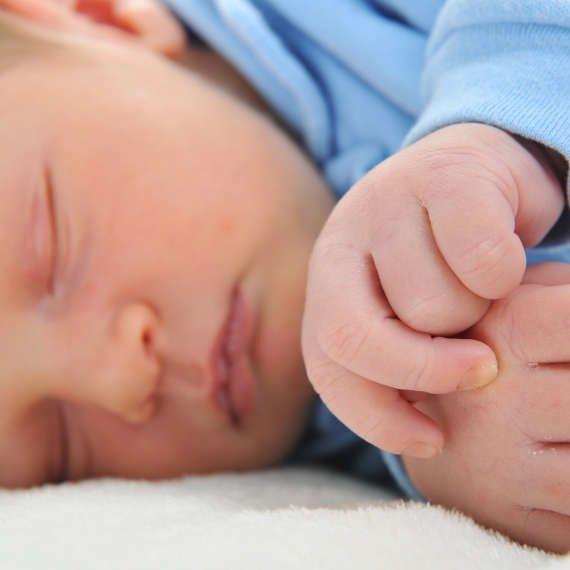"""אמא לתינוק בן 3 חודשים: """"הוא נולד עם אצבע מיותרת"""""""