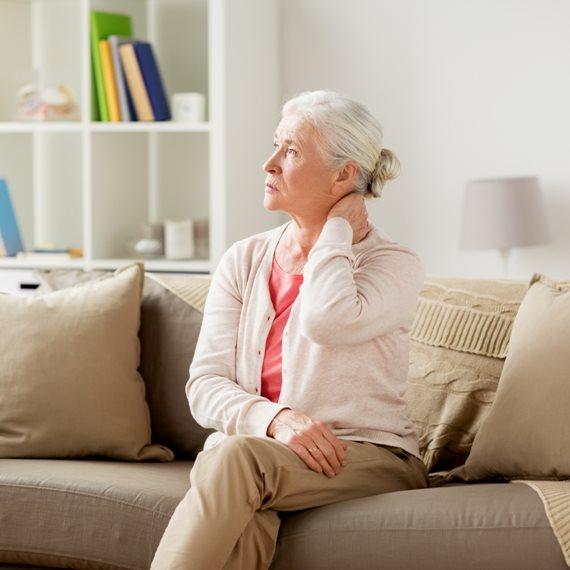 """מאזינה: """"האם ההרדמה בניתוח עשויה להזיק למי שסובל מדמנציה?"""""""