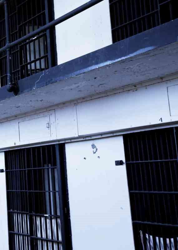 כלא - למצולם אין קשר לנאמר