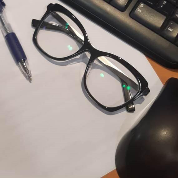 באשמת המשקפיים?