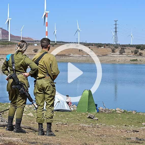 חיילים לצד מטיילים ברמת הגולן, השבוע