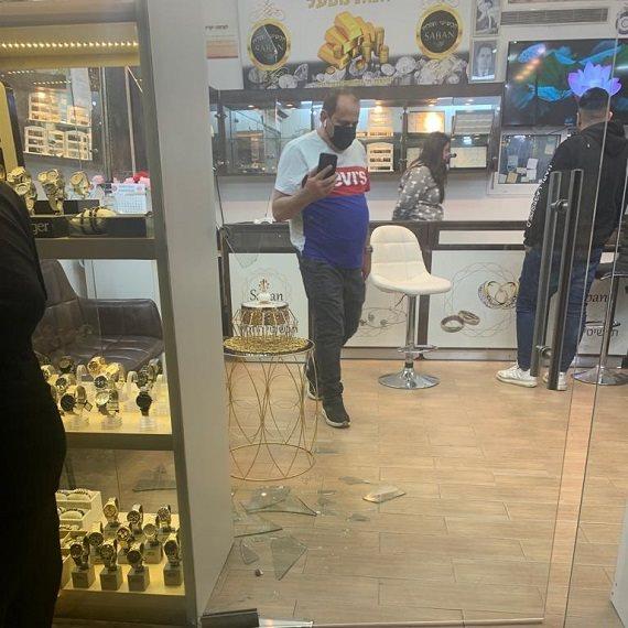 חנות התכשיטים לאחר השוד