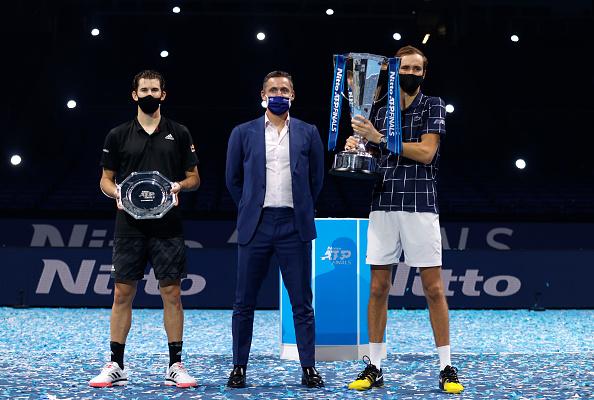 משב רוח מרענן בטניס. מדבדב (מימין) ותים, שלשום // צילום: Clive Brunskill/Getty Images