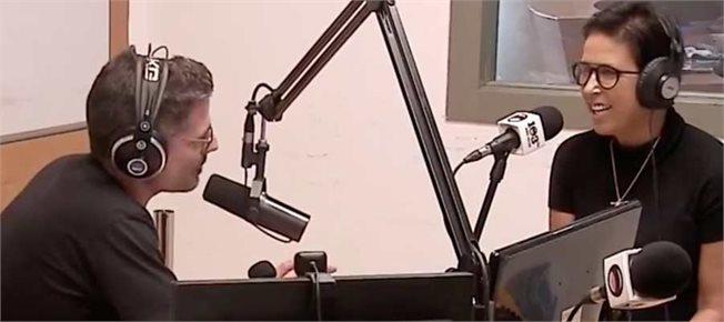 מירית הררי וגדעון אוקו באולפן // צילום מסך: מתוך שידור התוכנית בפייסבוק